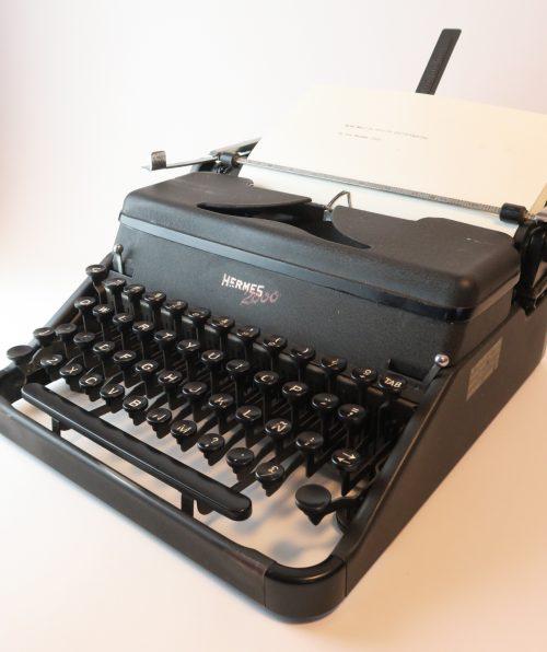 typewriter Hermes 2000